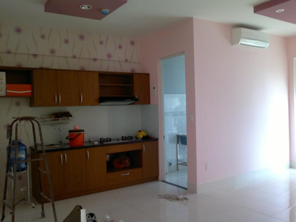 Nhà bếp và sân phơi căn hộ Tên Lửa