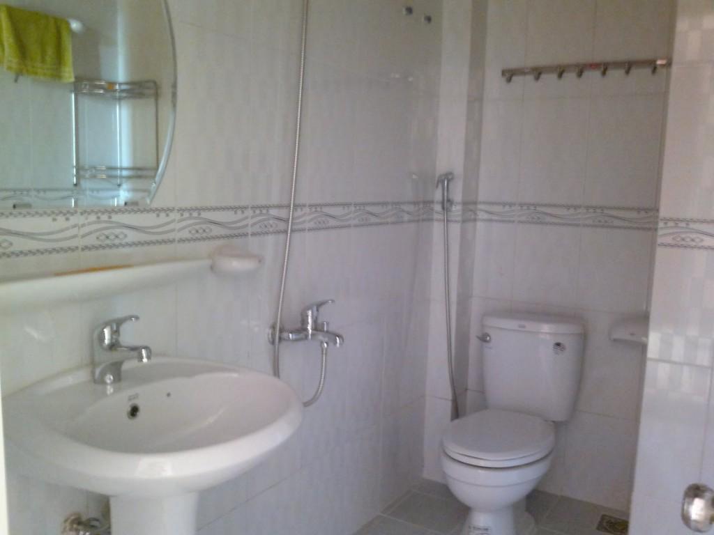 Nhà vệ sinh căn hộ Tên Lửa